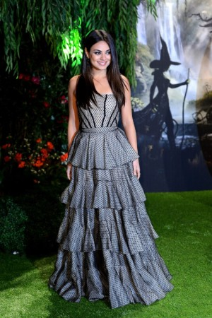 Mila-Kunis---Oz-The-Great-and-Powerful-Premiere-in-London--02-560x840